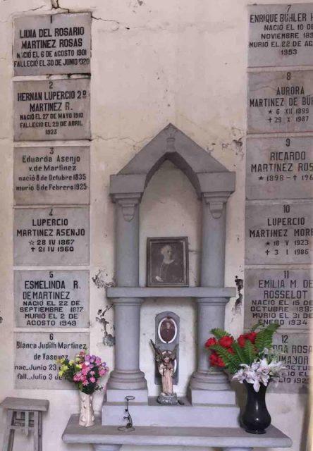 Tumba de Eduarda Asenjo viuda de Martínez
